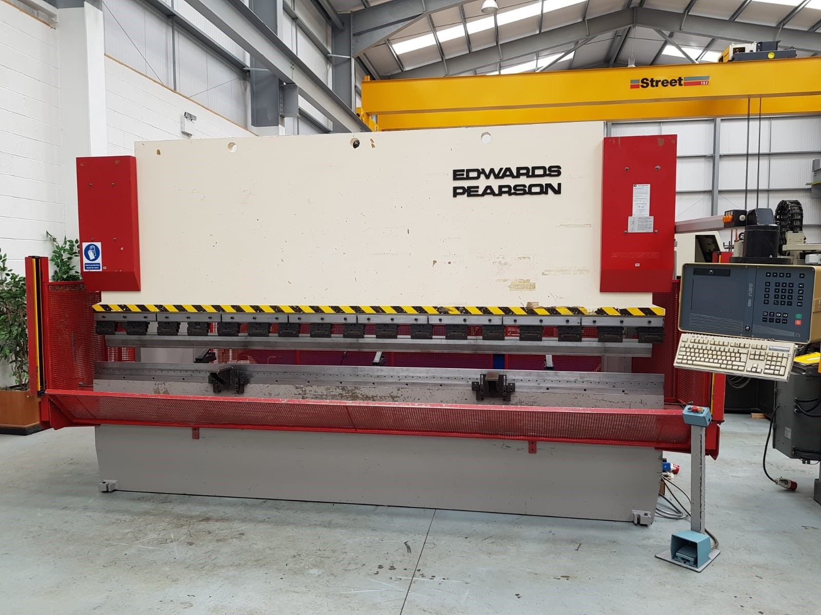 EDWARDS PEARSON PR3 4m x 100 Ton 3 axis CNC Press brake